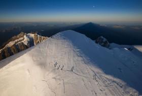 Cordée au sommet du Mont Blanc, France
